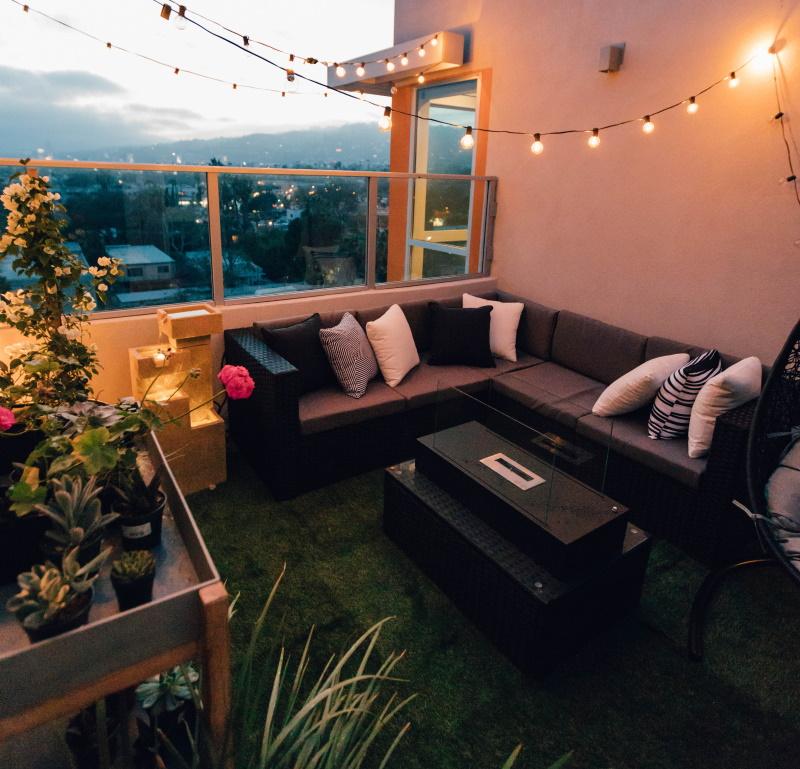 Kunstgras op het balkon of dakterras